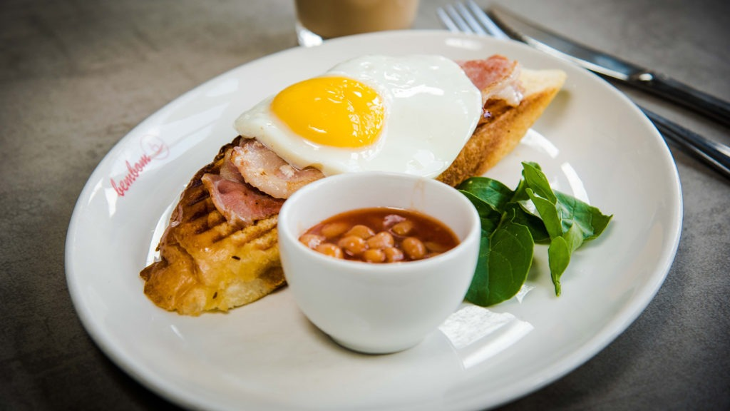 Budget breakfast – One egg with two rashers of bacon on a carcaça toast & baked beans.